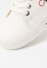 Calvin Klein Jeans - DEMIANNE - Matalavartiset tennarit - bright white/black - 2