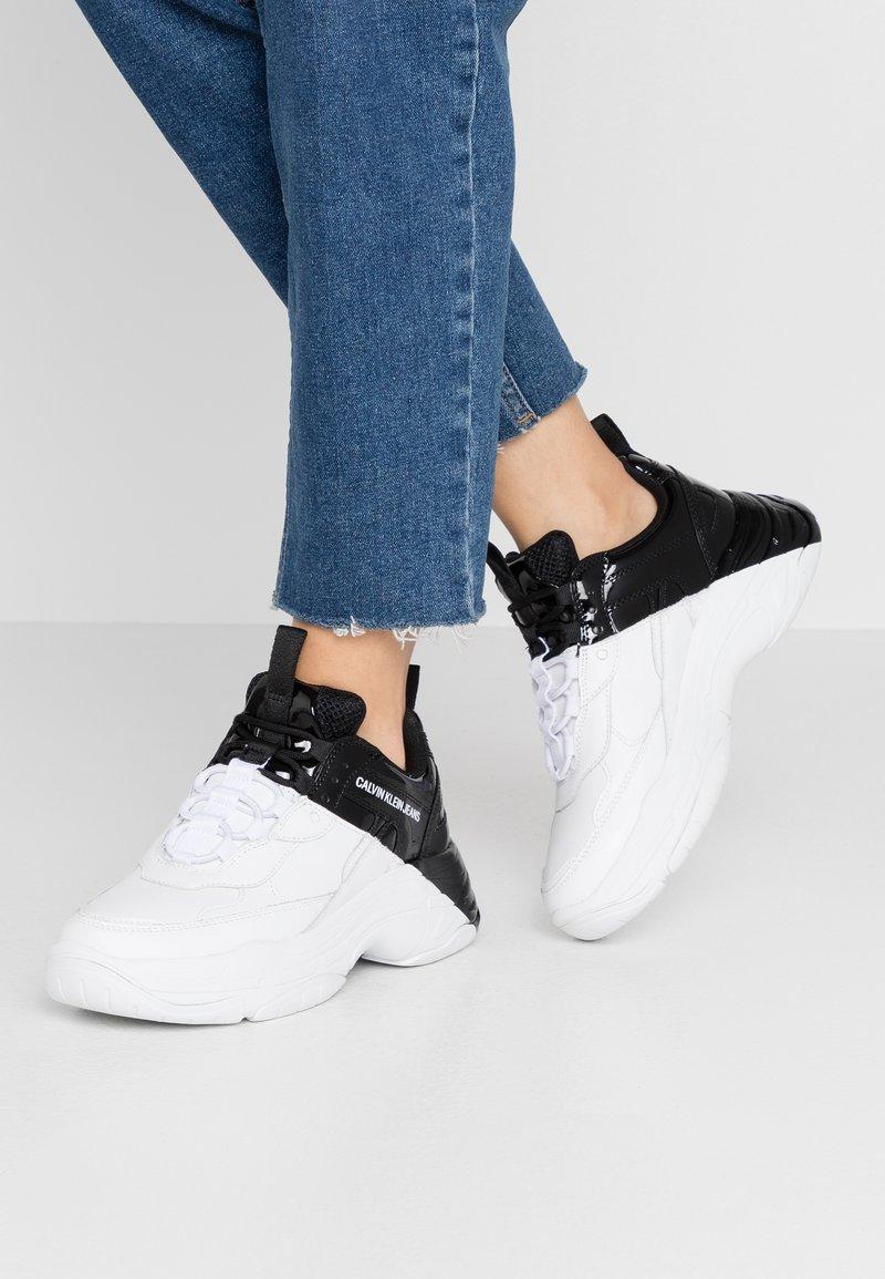 Calvin Klein Jeans - MADELIA - Tenisky - white/black