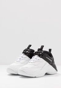 Calvin Klein Jeans - MADELIA - Tenisky - white/black - 4