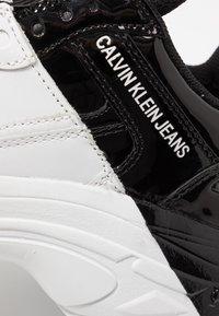 Calvin Klein Jeans - MADELIA - Tenisky - white/black - 2