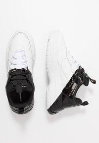 Calvin Klein Jeans - MADELIA - Tenisky - white/black - 3
