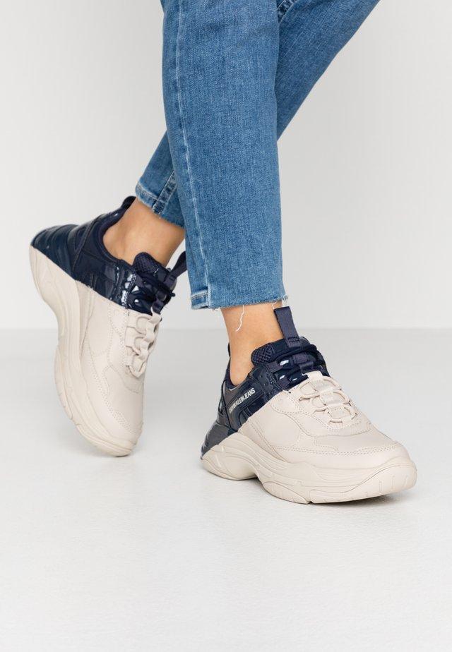 MADELIA - Sneakers laag - stone/navy