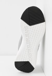 Calvin Klein Jeans - AMEDEA - Sneakers laag - black/white - 6