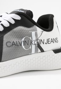 Calvin Klein Jeans - AMEDEA - Sneakers laag - black/white - 2