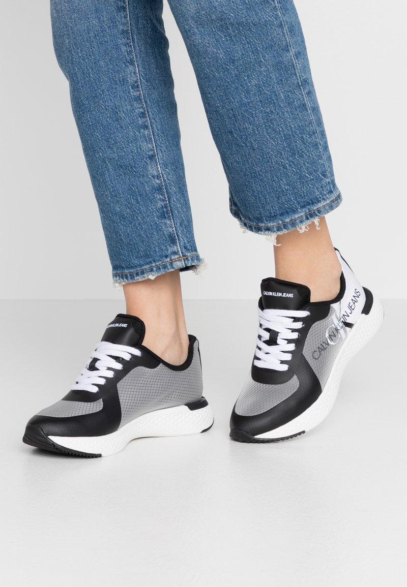 Calvin Klein Jeans - AMEDEA - Sneakers laag - black/white