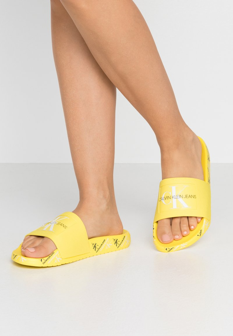Calvin Klein Jeans - CATILYN - Sandály do bazénu - blazing yellow