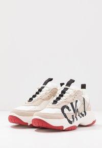 Calvin Klein Jeans - MARLEEN - Sneakers laag - bright white/stone - 4