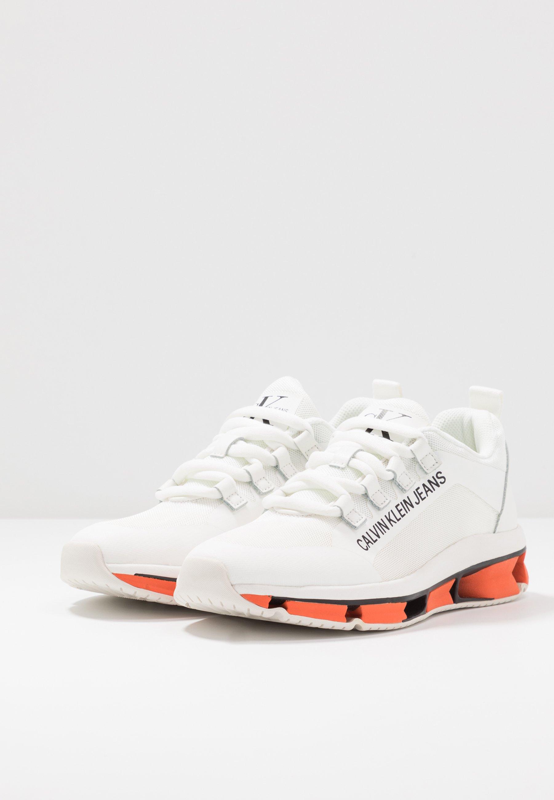 Calvin Klein Jeans LOLAS - Sneakersy niskie - white