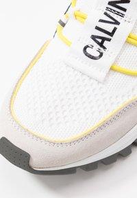 Calvin Klein Jeans - TIMOTEA - Zapatillas altas - white/black - 2