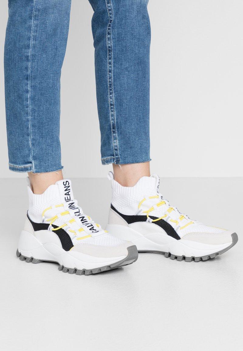 Calvin Klein Jeans - TIMOTEA - Zapatillas altas - white/black