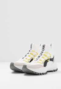 Calvin Klein Jeans - TIMOTEA - Zapatillas altas - white/black - 4