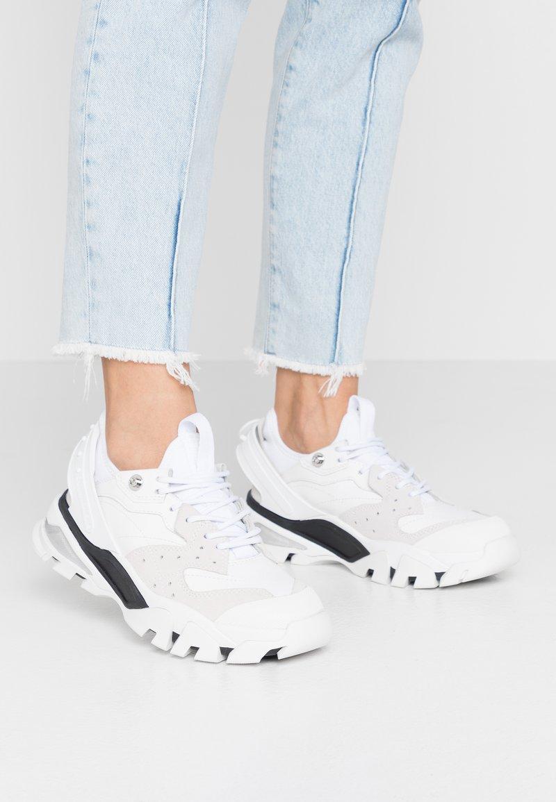 Calvin Klein Jeans - CLARICE - Zapatillas - white