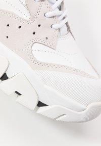 Calvin Klein Jeans - CLARICE - Zapatillas - white - 2
