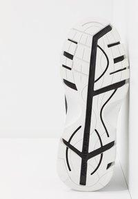 Calvin Klein Jeans - CLARICE - Zapatillas - white - 6