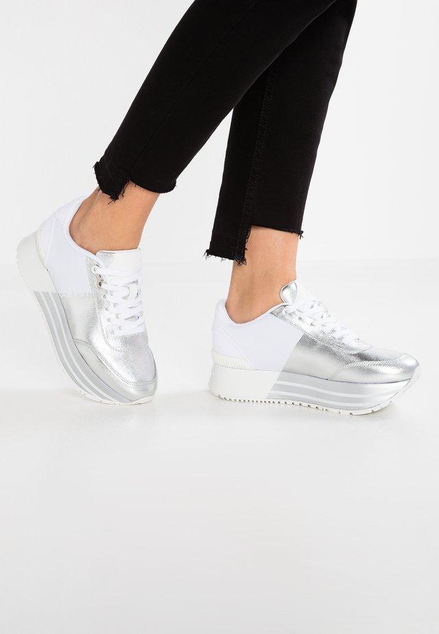 CARLITA - Baskets basses - silver/white
