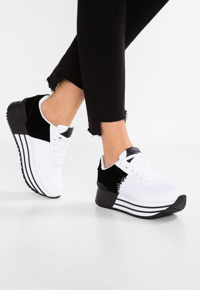 Calvin Klein Jeans - CARLITA - Sneakers laag - white/black