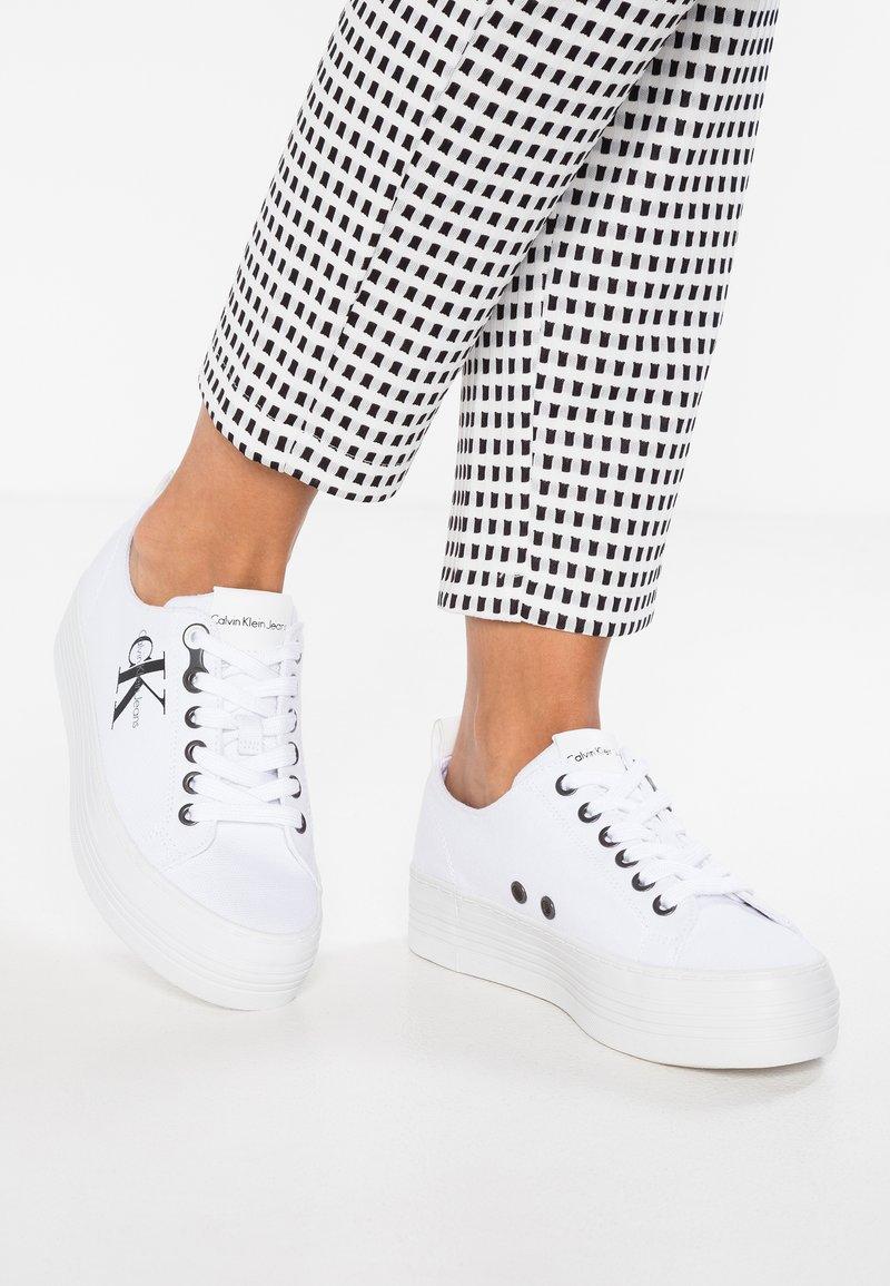 Calvin Klein Jeans - ZOLAH - Sneakers basse - white