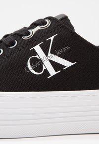 Calvin Klein Jeans - ZOLAH - Sneakersy niskie - black - 6