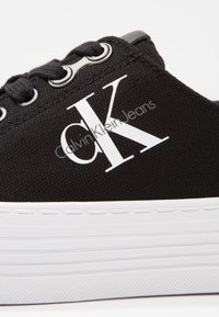 Calvin Klein Jeans - ZOLAH - Baskets basses - black - 6