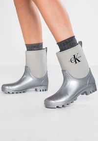 Calvin Klein Jeans - PHILIPPA - Regenlaarzen - siilver - 0