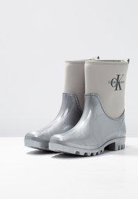 Calvin Klein Jeans - PHILIPPA - Regenlaarzen - siilver - 4