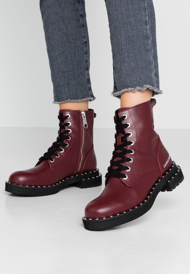NANNIE - Bottines à lacets - beet red