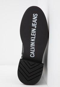 Calvin Klein Jeans - NANNIE - Schnürstiefelette - black - 6