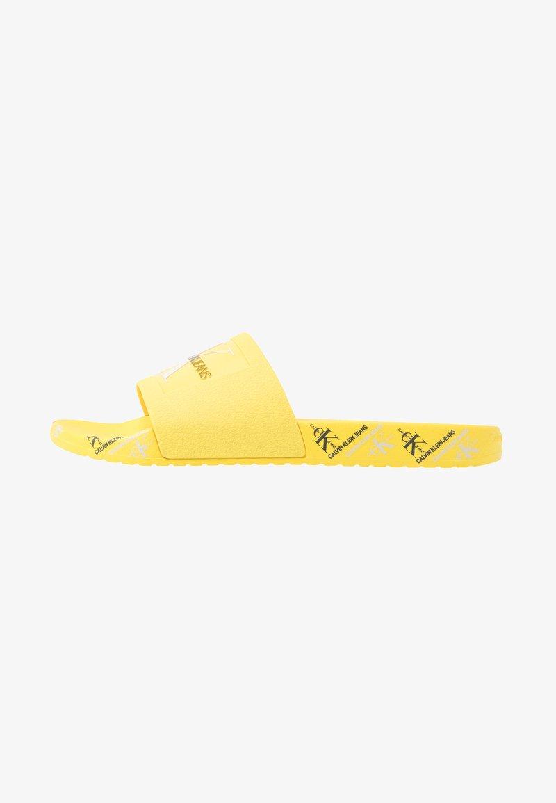 Calvin Klein Jeans - VAREN - Sandály do bazénu - blazing yellow