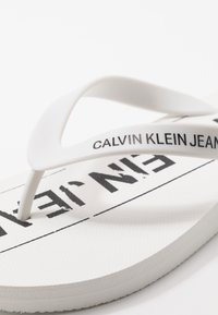 Calvin Klein Jeans - EDMUR - Pool shoes - white/black