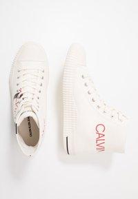 Calvin Klein Jeans - IGLIS - Sneakersy wysokie - bright white/black - 1