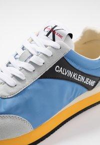 Calvin Klein Jeans - JERROLD - Sneakers - multicolor/silver lake blue - 5