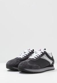 Calvin Klein Jeans - JERROLD - Sneakersy niskie - multicolor/black - 2