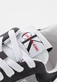 Calvin Klein Jeans - JERROLD - Sneakersy niskie - multicolor/black - 5