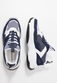 Calvin Klein Jeans - MARVIN - Trainers - white/navy - 1