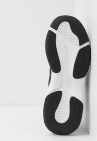 Calvin Klein Jeans - MARVIN - Trainers - white/navy - 4