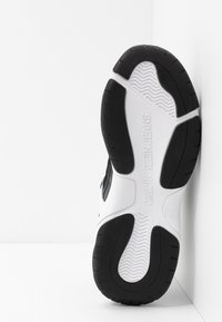 Calvin Klein Jeans - MARVIN - Sneakersy niskie - white/black - 4