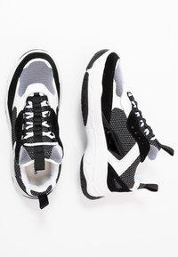 Calvin Klein Jeans - MARVIN - Sneakersy niskie - white/black - 1