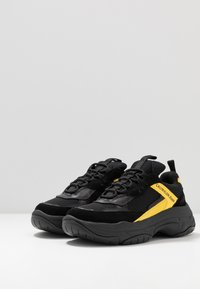 Calvin Klein Jeans - MARVIN - Tenisky - black/cyber yellow - 2
