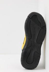 Calvin Klein Jeans - MARVIN - Tenisky - black/cyber yellow - 4