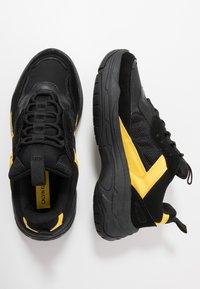 Calvin Klein Jeans - MARVIN - Tenisky - black/cyber yellow - 1