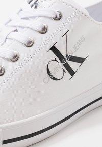 Calvin Klein Jeans - AURELIO - Tenisky - white - 5