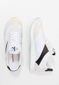 Calvin Klein Jeans - JERROLD - Sneakers - white/black - 1