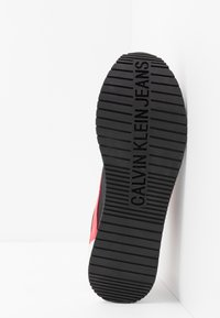 Calvin Klein Jeans - JERROLD - Trainers - black/racing red - 4