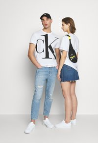 Calvin Klein Jeans - CK ONE BIG LOGO REGULAR  TEE - T-Shirt print - bright white - 1