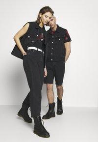 Calvin Klein Jeans - CK ONE OVERSIZED DENIM VEST - Weste - black stone - 3