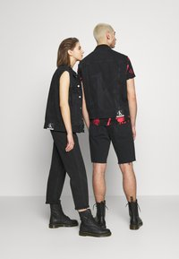 Calvin Klein Jeans - CK ONE OVERSIZED DENIM VEST - Weste - black stone - 2