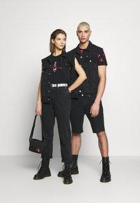 Calvin Klein Jeans - CK ONE OVERSIZED DENIM VEST - Weste - black stone - 1