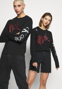Calvin Klein Jeans - CK ONE ROSES REGULAR LS TEE - Longsleeve - black beauty - 3