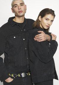 Calvin Klein Jeans - CK ONE OVERSIZED FOUNDATION DENIM JKT - Spijkerjas - black stone - 3