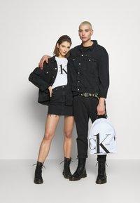 Calvin Klein Jeans - CK ONE OVERSIZED FOUNDATION DENIM JKT - Spijkerjas - black stone - 1